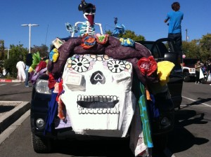 The National Hispanic Cultural Center of Albuquerque float, featuring people walking on stilts!